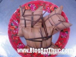 1395886090 8dbbanh2 300x225 Bánh lá dừa, thơm ngon đặc sản miền Tây Nam Bộ