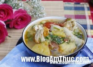 2013 05 29.10.55.34 c7 300x217 Ngày hè ngon miệng hơn với 8 món canh chua dễ ăn