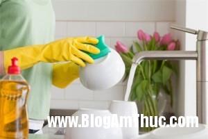 8sailamkhisudungnuocruachen e4757 300x200 Những sai lầm khi sử dụng nước rửa chén
