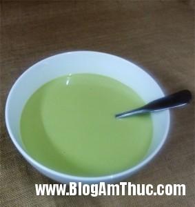 banhbonglanflantraxanh 7c710 283x300 Công thức làm bánh bông lan   flan trà xanh