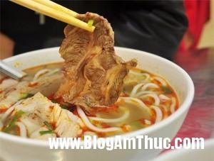 bunpinboluoibogionsansatphohoama 81929 300x227 Quán bún pín bò, lưỡi bò theo kiểu Đà Nẵng ngon nổi tiếng Hà Nội