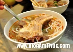 bunpinboluoibogionsansatphohoama ccd2a 300x215 Quán bún pín bò, lưỡi bò theo kiểu Đà Nẵng ngon nổi tiếng Hà Nội