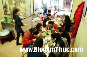 bunpinboluoibogionsansatphohoama e5c7e 300x199 Quán bún pín bò, lưỡi bò theo kiểu Đà Nẵng ngon nổi tiếng Hà Nội