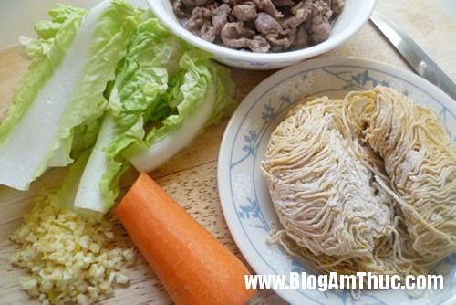 p10403971 Mỳ xào thịt bò hương vị Trung Hoa