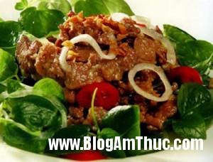 rau cang cua tron thit bo 300x228 Cách làm rau càng cua trộn thịt bò
