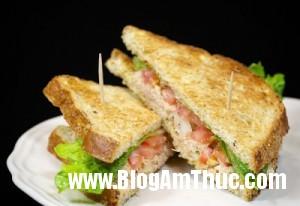 sandwich ca ngu cho buoi sang nhanh gon 300x206 Cách làm Sandwich cá ngừ