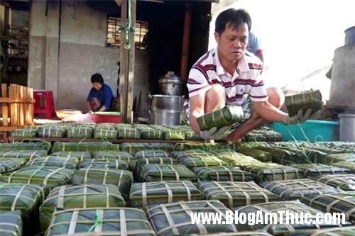 banhchungbanhdayvietnamlotvaotop10monanlehoithegioi f878f Bánh chưng và bánh dày của Việt Nam được vinh danh trên tạp chí du lịch thế giới