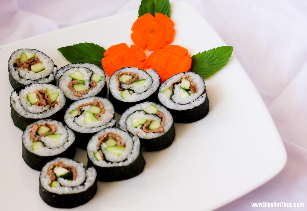 Mon an han quoc com cuon rong bien 1 Làm món cơm cuộn rong biển đơn giản và ngon miệng
