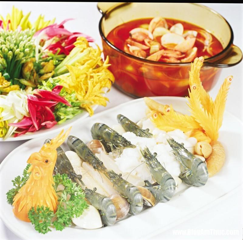 Mon ngon cuoi tuan voi lau nam hai san 2 Cuối tuần thưởng thức lẩu nấm hải sản
