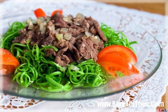 Nộm+rau+muống+thịt+bò Ngon miệng với nộm rau muống thịt bò