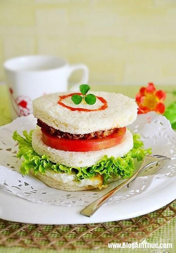 cach lam banh sandwich bo cuc ngon cho bua sang 6 Bữa sáng tuyệt vời với bánh sandwich bò
