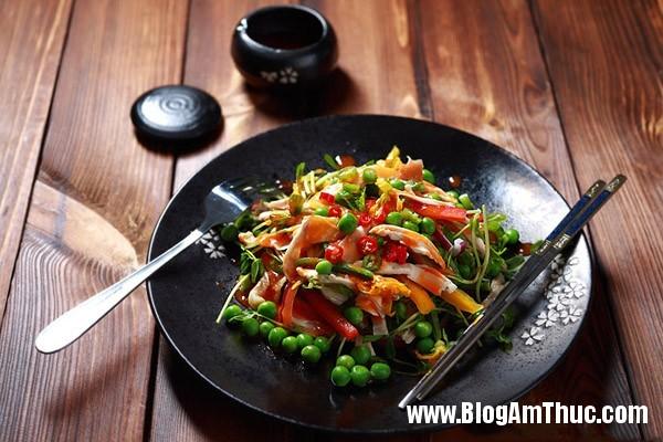 cach lam mon salad ga cuc ngon mieng cho ngay he 1 Cách làm món món salad gà