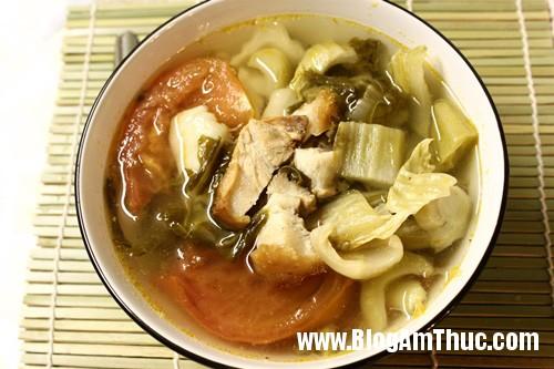 caichua3 Canh thịt lơn quay nấu dưa cải chua