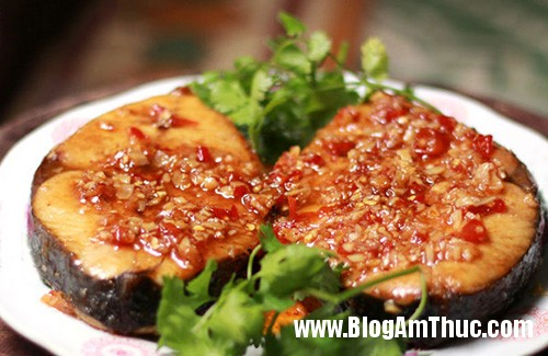 cathurim1 Ngon cơm với cá thu rim tỏi ớt