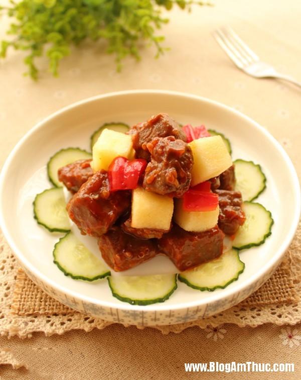mach ban cach lam thit bo xao tao cho bua toi 1 Cách làm thịt bò xào táo thơm ngon