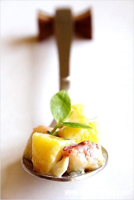 1298192916 lobster mango salad2  Tôm hùm trộn xoài thơm ngon hấp dẫn