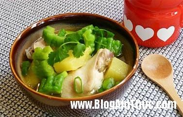 2012 05 29.03.51.33 canhga1 Chế biến món canh gà nấu dứa và mướp đắng