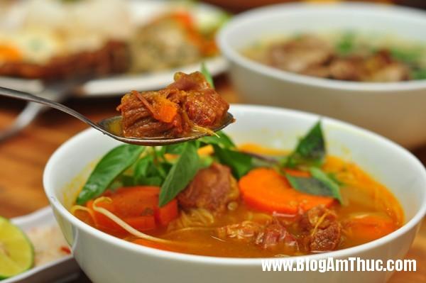 2hutiubokho Ăn bún thịt nướng cơm tấm Sài Gòn ngon tại Hà Nội