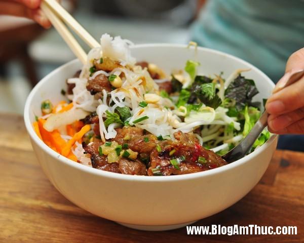 6bunthitnuong Ăn bún thịt nướng cơm tấm Sài Gòn ngon tại Hà Nội