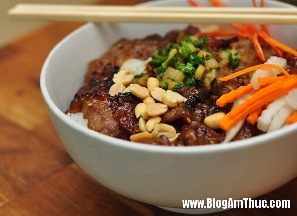 8bunthitnuong Ăn bún thịt nướng cơm tấm Sài Gòn ngon tại Hà Nội