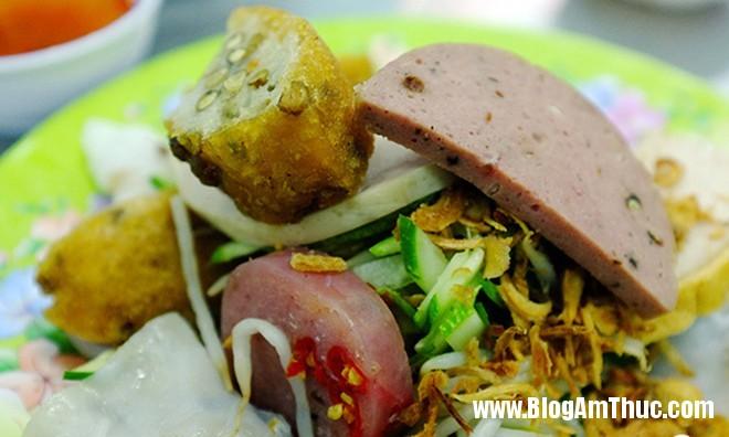 banhcuon cha bo Những quán bánh cuốn ngon nổi tiếng ở Sài Gòn