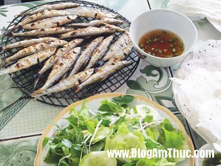 catrichhuynhdequan4 Thưởng thức cá trích nướng ở quán đặc sản xứ Nghệ