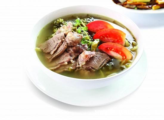 img 7960 Món canh bắp bò nấu cải chua