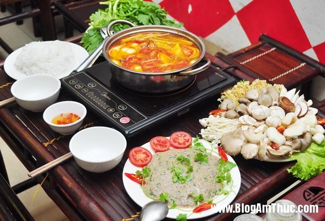 launam1 Thưởng thức lẩu nấm cá thác lác chua cay ngon tuyệt phố Lò Đúc
