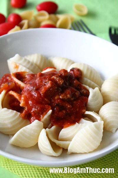 pasta5 Món pasta xào với thịt bò và xốt cà chua