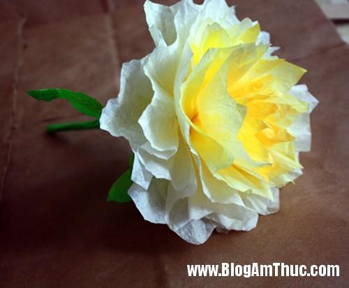 1396488980 11 Tự làm những bông hoa mẫu đơn dễ thương từ giấy