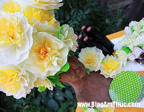 1396488980 4 Tự làm những bông hoa mẫu đơn dễ thương từ giấy