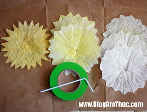 1396488980 7 Tự làm những bông hoa mẫu đơn dễ thương từ giấy