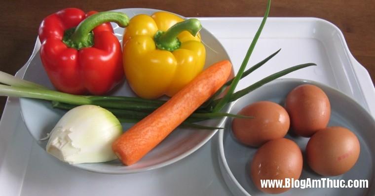 2013 06 26.07.03.04 117 Cách làm món trứng cuộn nhiều màu đẹp mắt