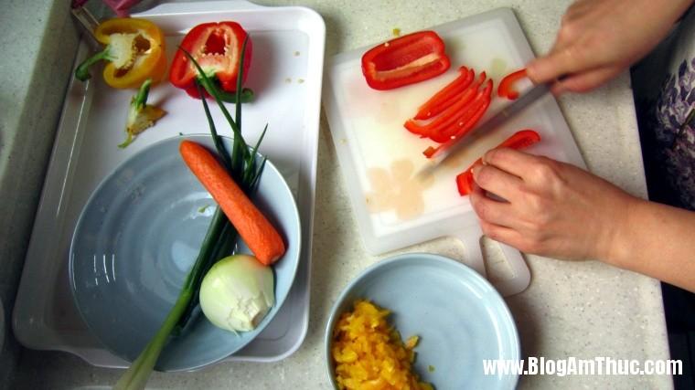 2013 06 26.07.05.01 49 Cách làm món trứng cuộn nhiều màu đẹp mắt