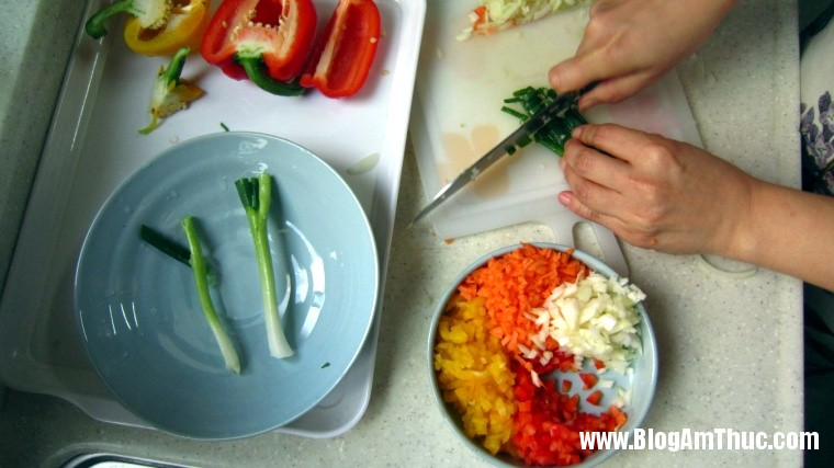 2013 06 26.07.05.31 77 Cách làm món trứng cuộn nhiều màu đẹp mắt