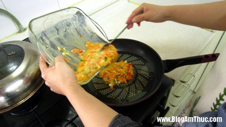 2013 06 26.07.10.12 145 Cách làm món trứng cuộn nhiều màu đẹp mắt