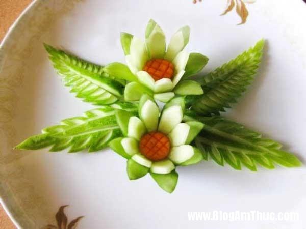 376903efba7e743de15348bf85a74c78 Khéo tay tỉa dưa chuột thành lá và hoa