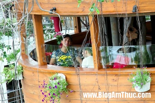 Quan ca phe tren cay doc dao nhat Sai Gon10 Thưởng thức cà phê trên cây cổ thụ ở Tphcm