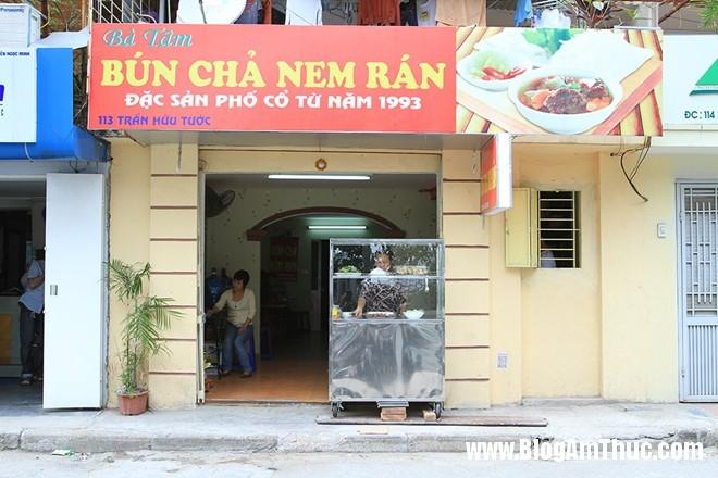 Thuong thuc bun cha cuc ngon tai Ho Dac Di 4 Hấp dẫn bún chả nem rán bà Tâm ở Hồ Đắc Di