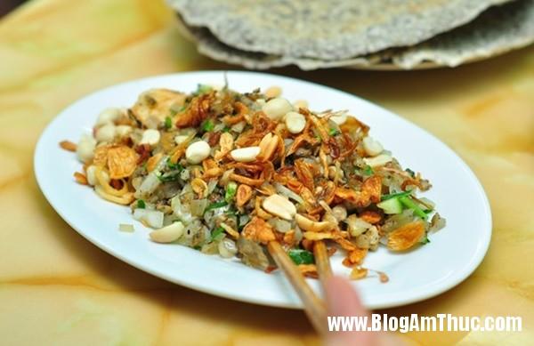 banh beo mien trung be xiu xiu o nguyen khang3 Đi ăn bánh bèo miền Trung bé xíu trên phố Nguyễn Khang
