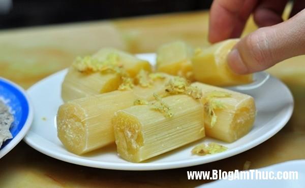 banh beo mien trung be xiu xiu o nguyen khang7 Đi ăn bánh bèo miền Trung bé xíu trên phố Nguyễn Khang