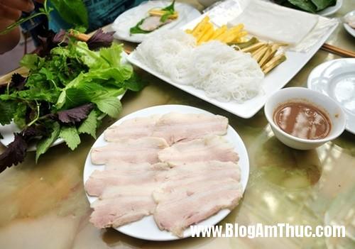 banh trang thit heo gia mem hiem co o pho nguyen bieu5 Đi ăn bánh tráng thịt heo giá mềm tại Hà Nội
