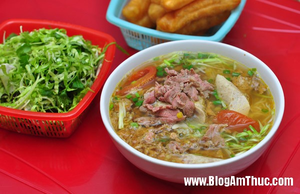 bun rieu mon hop voi 4 mua Ghé quán bún riêu vỉa hè thâm niên 24 năm ở Hà Nội