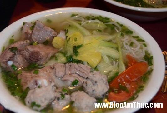 cuonnroll bun mong Những địa chỉ ăn sáng nổi tiếng ở Hà Nội