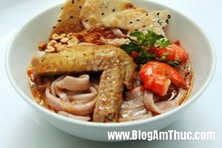 nau mi quang canh ga 4 Cách nấu mì quảng gà đúng điệu miền Trung
