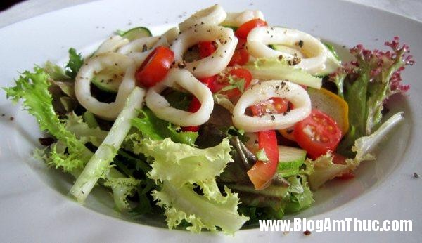 res 3001 Salad mực ngon miệng trong những ngày nắng nóng