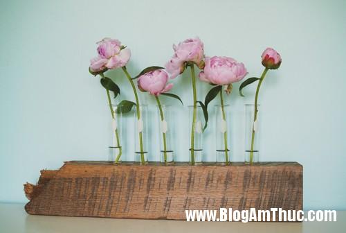 1403109959 7 Chiếc lọ hoa độc đáo được làm từ gỗ và ống nghiệm