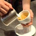 Kheo-tay-tao-hinh-trai-tim-cho-ly-cafe-1