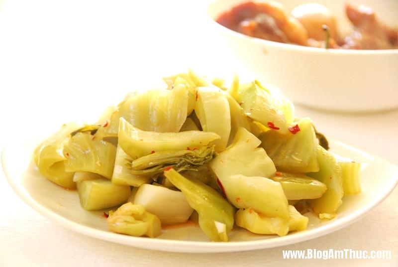 cb9d6c6c66fd20ec97df2cc08c56725f Bí quyết để có món dưa cải muối vàng giòn