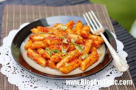 Banh gao kieu Han Quoc ngon tuyet 1 Làm bánh gạo kiểu Hàn Quốc cực đơn giản